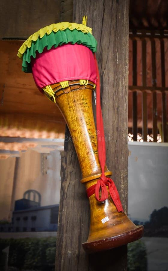 Thailändsk traditionell lång vals arkivbild