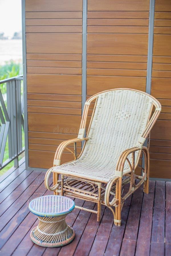Thailändsk traditionell vävd stol arkivbilder
