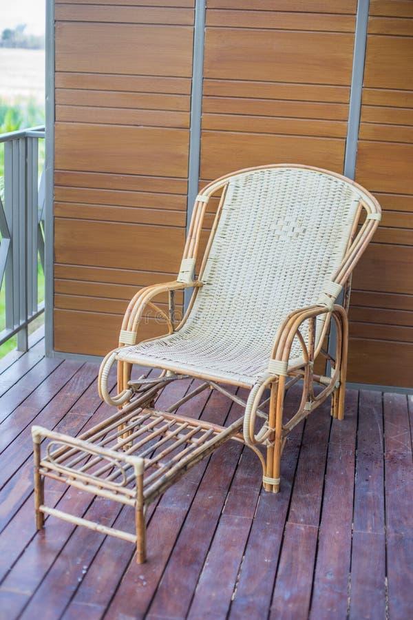 Thailändsk traditionell vävd stol fotografering för bildbyråer