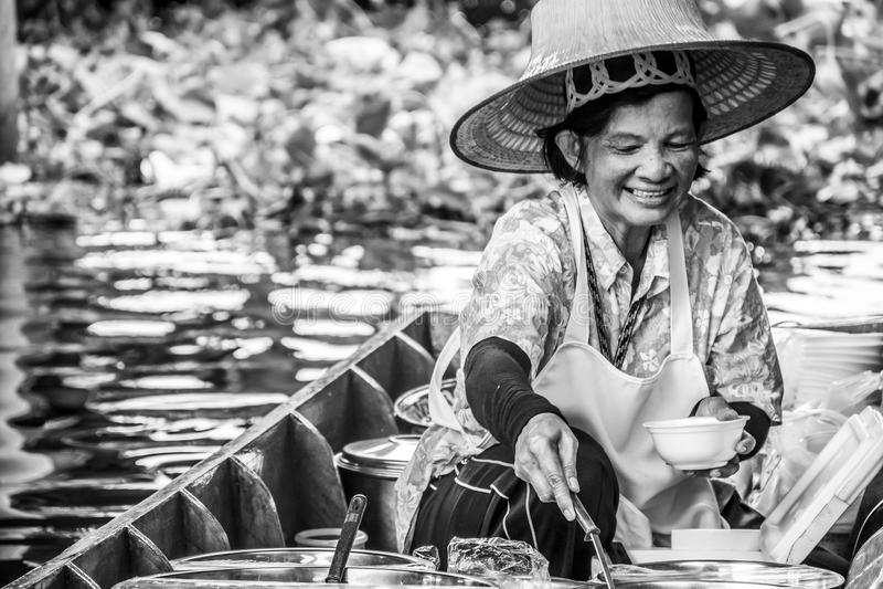 Thailändska Bangkok Taling chan som svävar marknadskvinna 2 arkivbilder