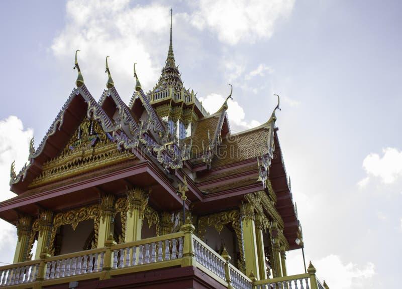 Thailändska historiska byggnader i thailändsk tempel royaltyfri bild
