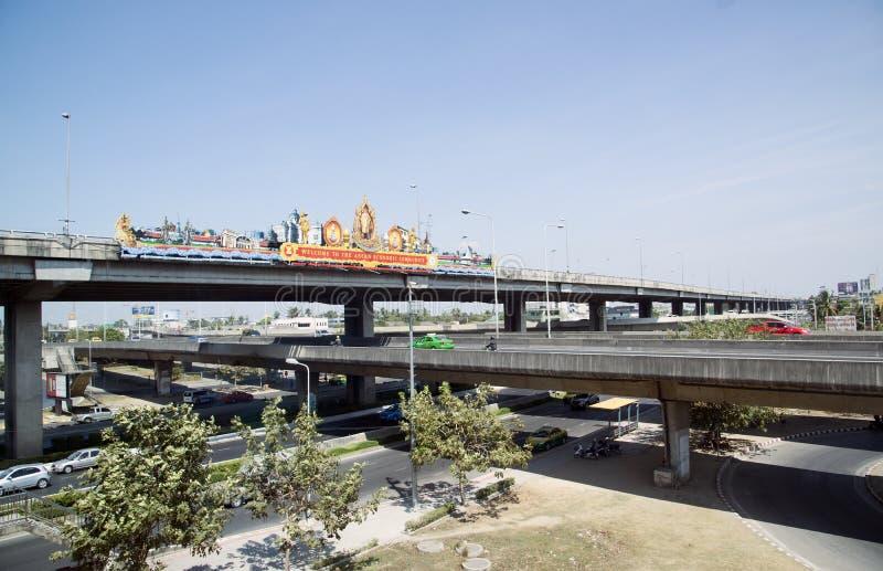 Thailändska huvudvägar på tre nivåer Bangkok Thailand royaltyfri foto