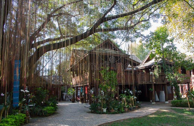 Thailändska Lanna House royaltyfria bilder
