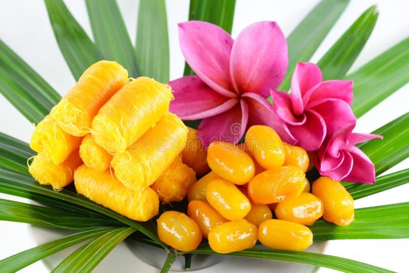 Thailändska sötsaker på bladet royaltyfri fotografi