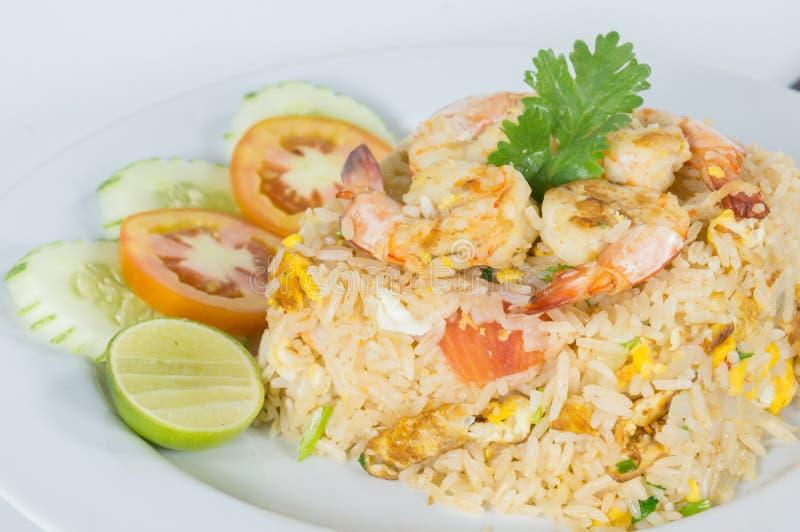 Thailändska stekte ris med räka royaltyfri foto