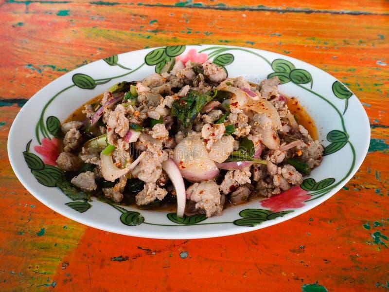 Thailändskt kryddigt finhackat nötkött arkivbild