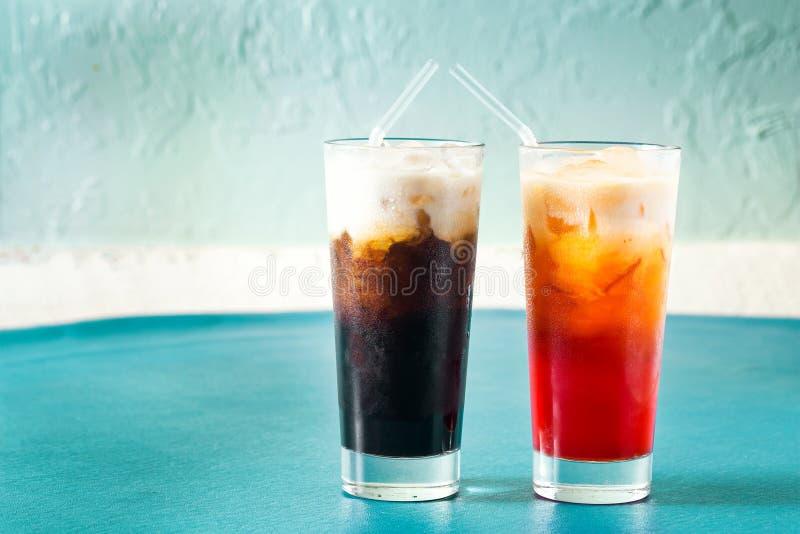 Thailändskt med is kaffe och te arkivbilder
