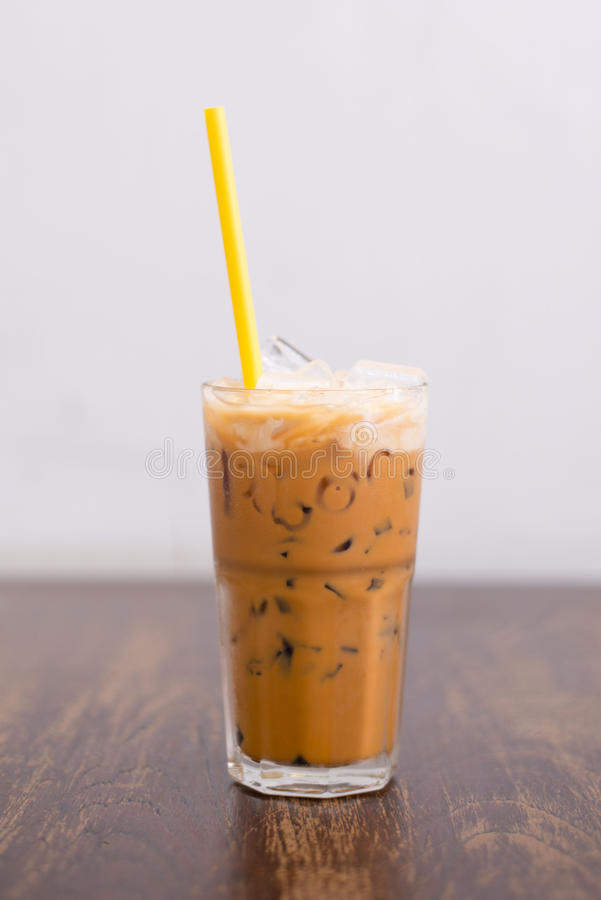 Thailändskt med is te med mjölkar royaltyfria bilder