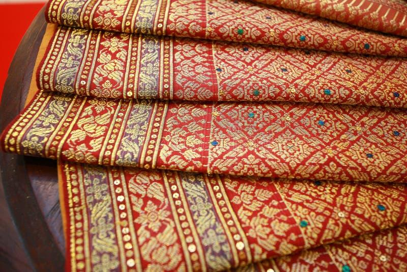 Thailändskt silke som mönstras beautifully royaltyfria bilder