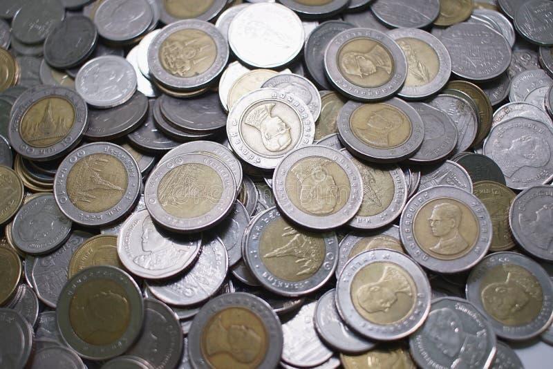Thailändskt silvermyntar uppdelning i mina besparingar royaltyfria bilder