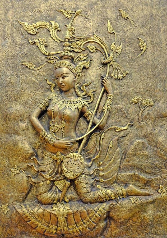 Thail?ndsk skulptur f?r inf?dd kultur p? tempelv?ggen royaltyfri fotografi