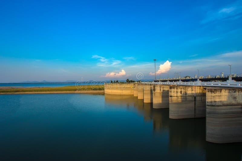 Thailand bakgrunder, skönhet, blått, fördämning royaltyfri bild
