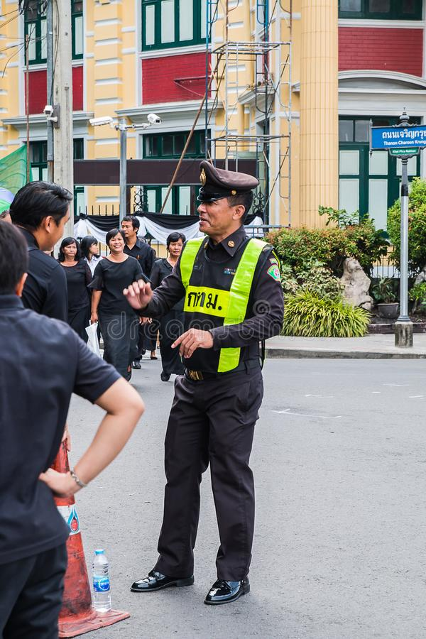 THAILAND,BANGKOK - OCTOBER 4: Tlocal authorities Give informati. On to people during the time to Prostrate royal remains on October 4,2017 in Bangkok,THAILAND royalty free stock image