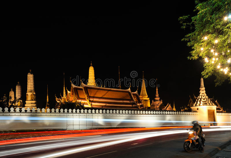 Thailand. Bangkok. Wat Phra Kaew und königlicher Palast stockfotos