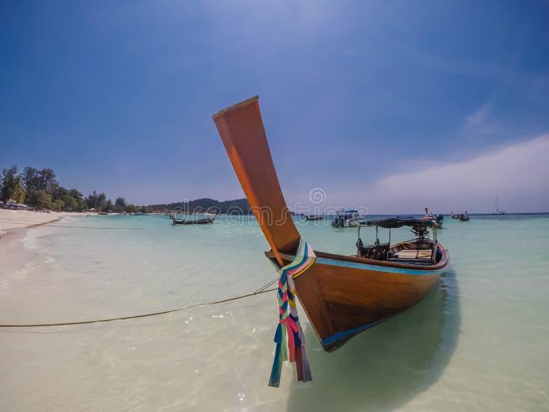 Thailand - Boot bij het strand stock foto's