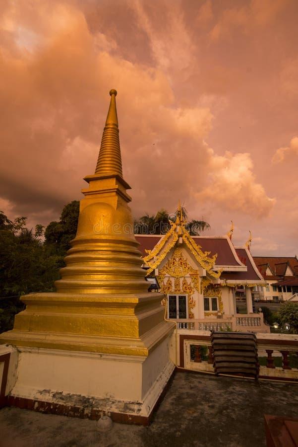 THAILAND CHANTHABURI WATERFRONT WAT BOT imagens de stock royalty free