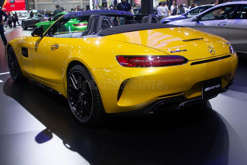 Thailand - December, 2018: Kapacitet f?r bil f?r sport f?r gul f?rg f?r serie f?r Mercedes benz AMG GTC lyxig konvertibel h?g i m royaltyfri foto