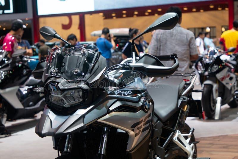 Thailand - Dezember 2018: Abschluss herauf großes Motorrad BMWs F750 GS dargestellt in der Bewegungsausstellung Nonthaburi Thaila stockfotos
