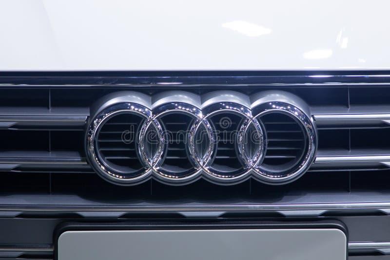 Thailand - Dezember 2018: Abschluss herauf Markenlogo von Audi-Automobil in der Bewegungsausstellung Nonthaburi Thailand stockbild