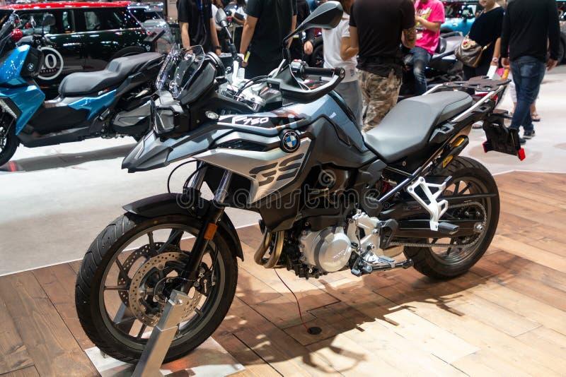 Thailand - Dezember 2018: naher hoher Körper großen Motorrads BMWs F750 GS dargestellt in der Bewegungsausstellung Nonthaburi Tha lizenzfreies stockbild