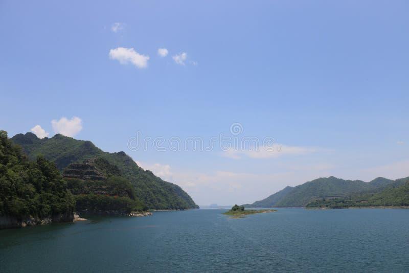 Thailand fördämning sjö royaltyfria foton