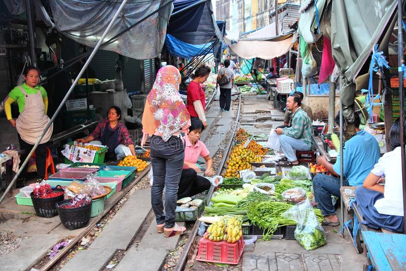 Thailand järnväg marknad arkivfoton
