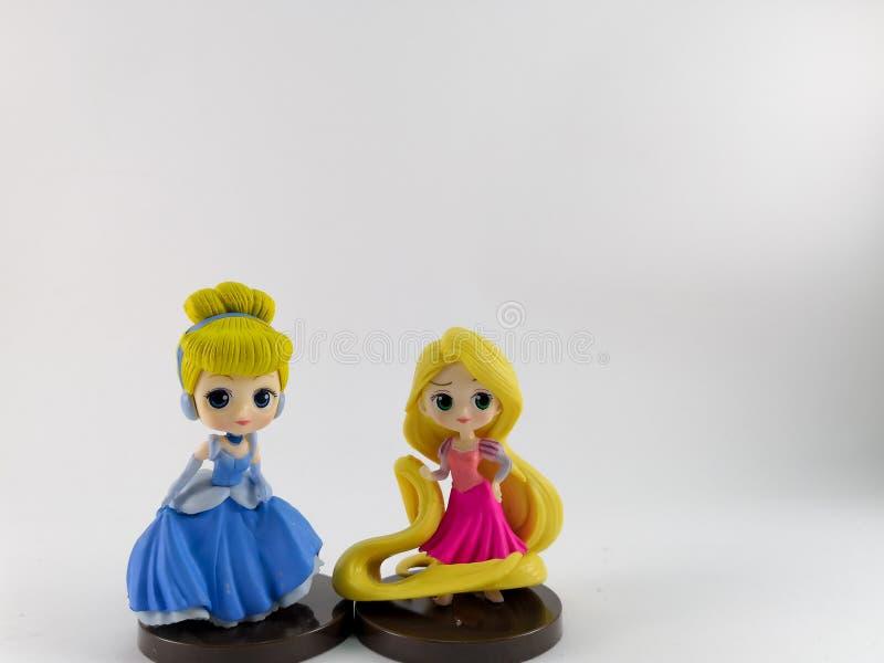 THAILAND Januari 2018: Prinsessalag på den vita samlingen för bakgrundsdisney leksak i marknadsföringsaktionen från Tesco Lotus E arkivbild