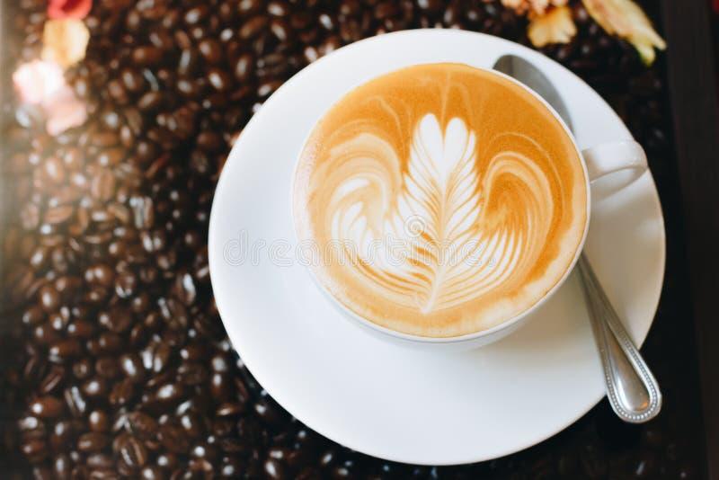Thailand-Kaffeebohne-und Latte-Kunst lizenzfreies stockfoto