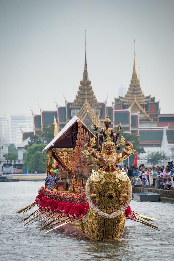 Thailand kunglig pråmprocession arkivbild