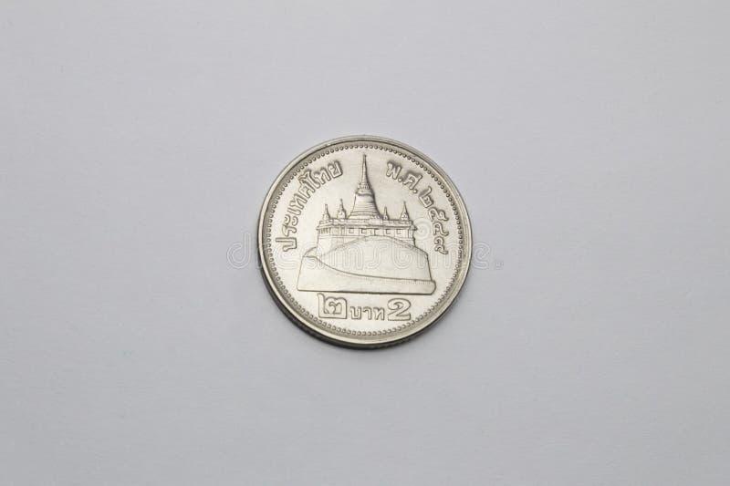 Thailand mynt i vit royaltyfri foto