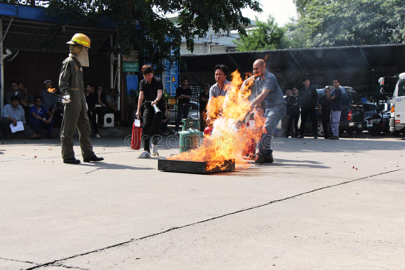 THAILAND-NOVEMBER 22 : Fire Drill and Basic Fire Fighting training in Bangkok royalty free stock images
