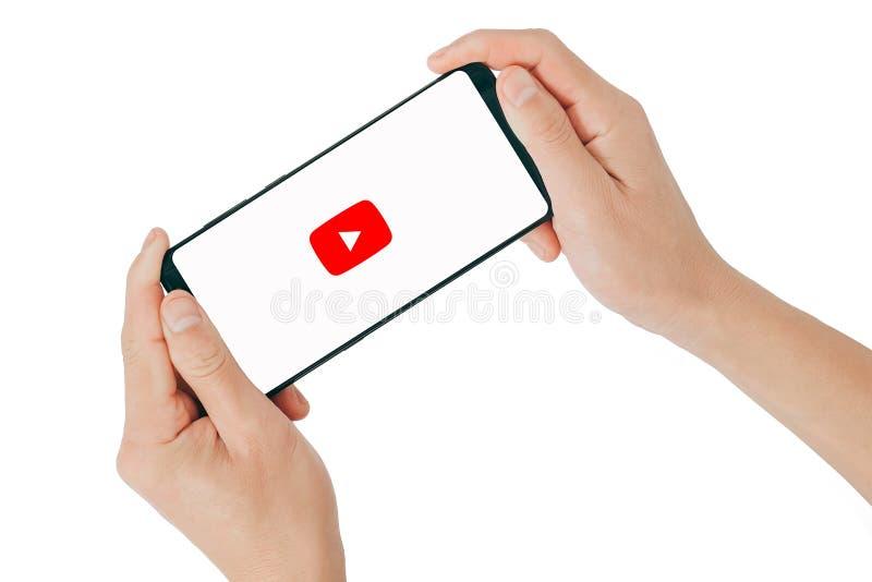 THAILAND - 24. Oktober 2017: Neue Youtube-Logoanwendung am intelligenten Telefon YouTube ist das populärste teilende Videonetz lizenzfreies stockfoto