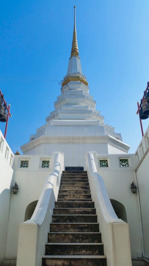 Download Thailand pagodowy biel zdjęcie stock. Obraz złożonej z duchowość - 53788636