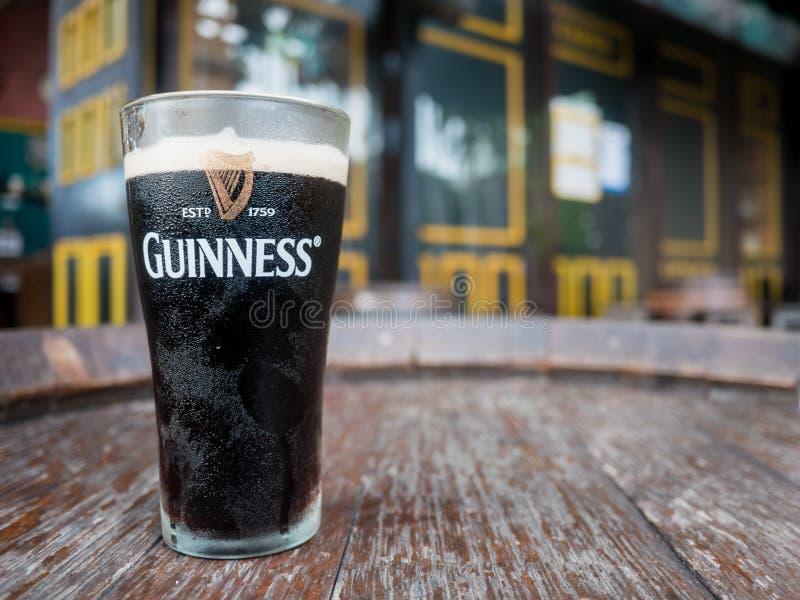 Thailand, Pattaya: Pint van bier bij Guiness-Brouwerij op S wordt gediend dat royalty-vrije stock afbeelding
