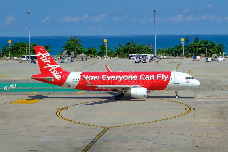 thailand Phuket - 01/05/18 Flygplan av luftföretaget royaltyfria bilder