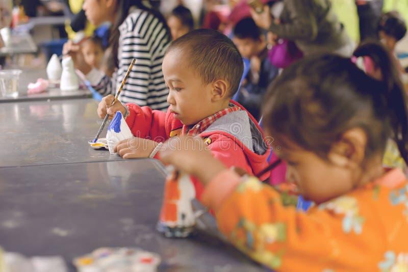 Thailand-` s nationaler Kind- ` s Tag - Kind-` s Tag Populäre Tätigkeiten ist zur Färbung für Modell - Chiangmai Thailand -13 Jan lizenzfreies stockfoto