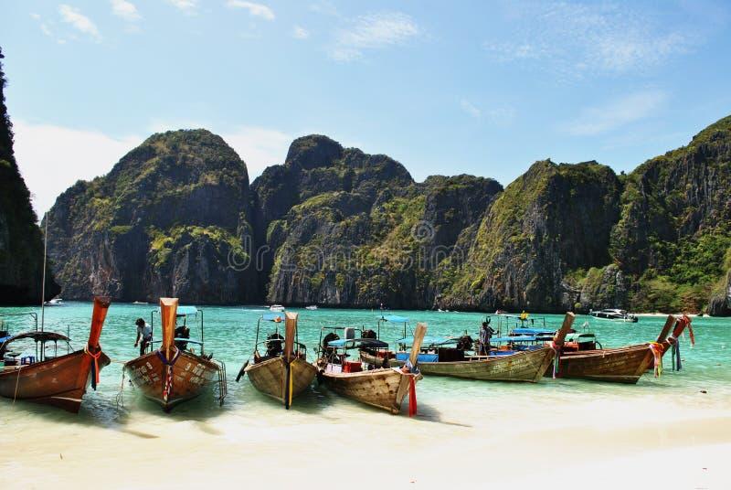 thailand Strand Maya Bay Fartyg på havet arkivfoton