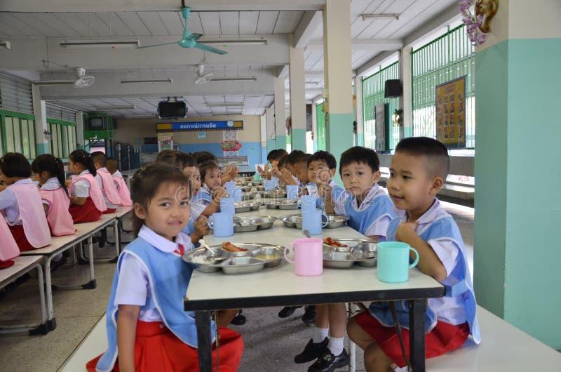 Thailand studenter äter royaltyfri fotografi
