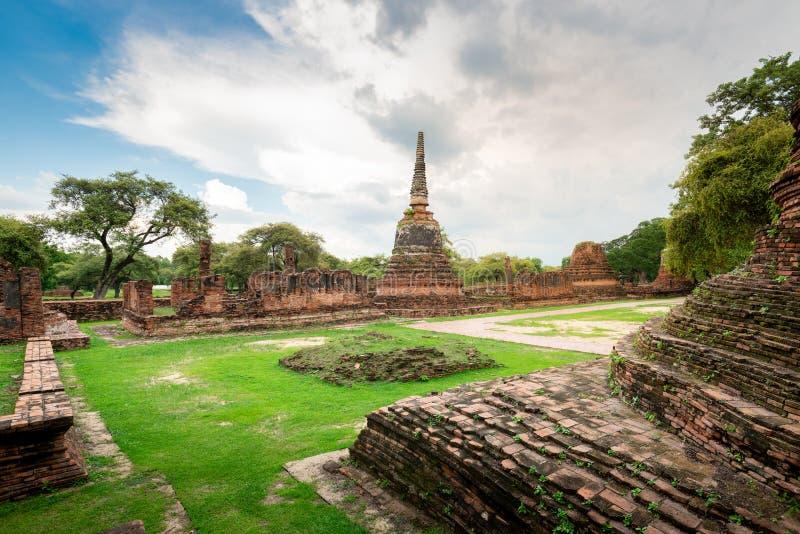 Thailand tempel - den gamla pagoden p? Wat Yai Chai Mongkhon, historiska Ayutthaya parkerar, Thailand royaltyfri fotografi