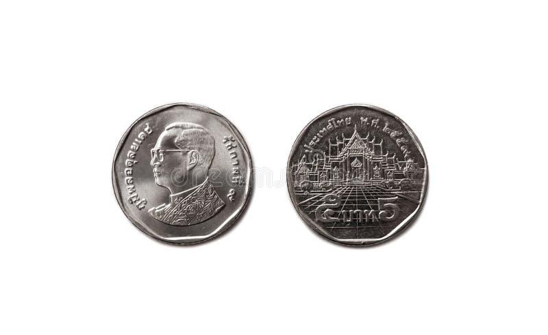 Thailand 5 Thailänder der Bahtmünzen-Währung 5 bestehen aus vorderer und Rückseite auf tadellos lokalisiertem weißem Hintergrund stockfotos