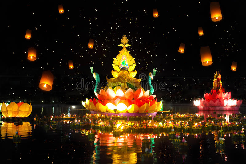 Thailands traditioneller Loy Krathong Festival lizenzfreie stockfotos
