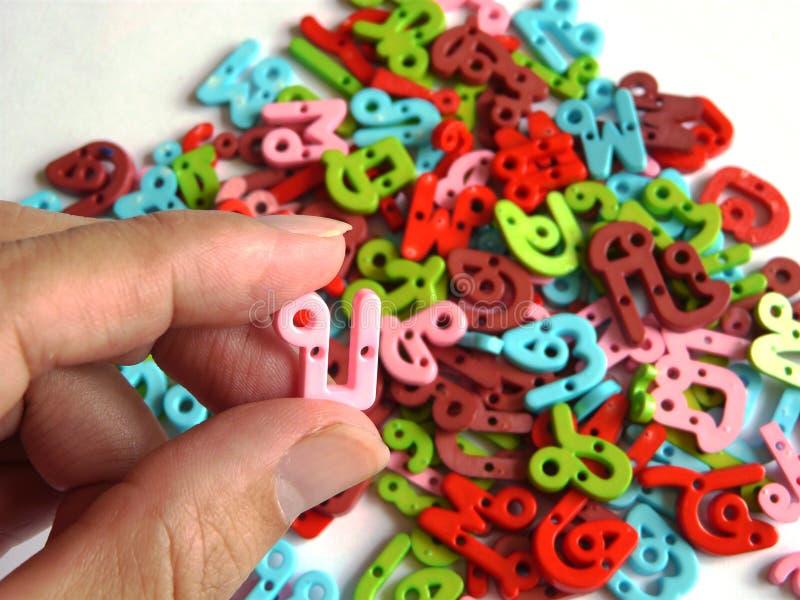 Thais alfabetstuk speelgoed stock afbeeldingen