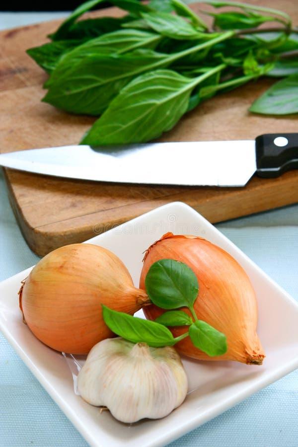 Thais basilicum, uien en knoflook royalty-vrije stock foto
