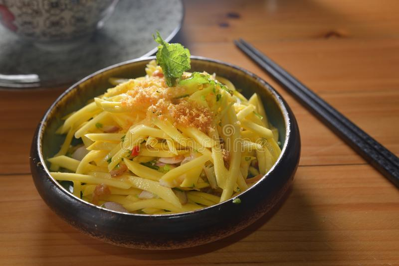 Thais de Saladevoorgerecht van de stijlmango stock foto's