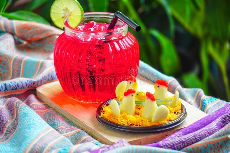 Thais Dessert, Kippensuikergoed en Rood water met kalk stock foto