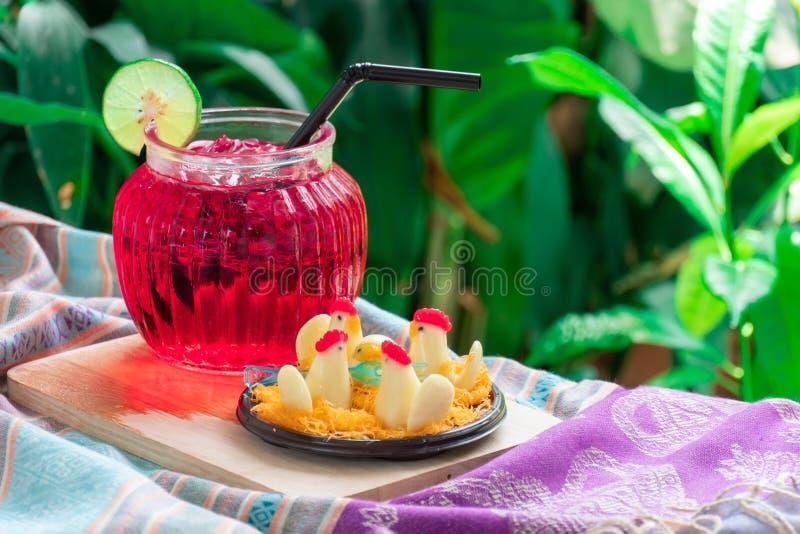 Thais Dessert, Kippensuikergoed en Rood water met kalk stock afbeelding