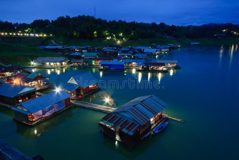 Thais Drijvend dorp Mon stock foto's