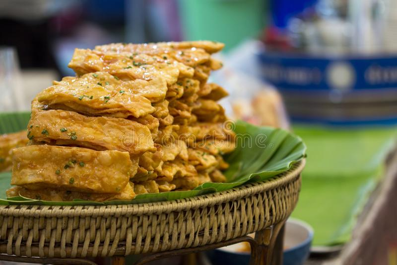 Thais Indisch stijldessert, knapperig vlak brood stock foto's
