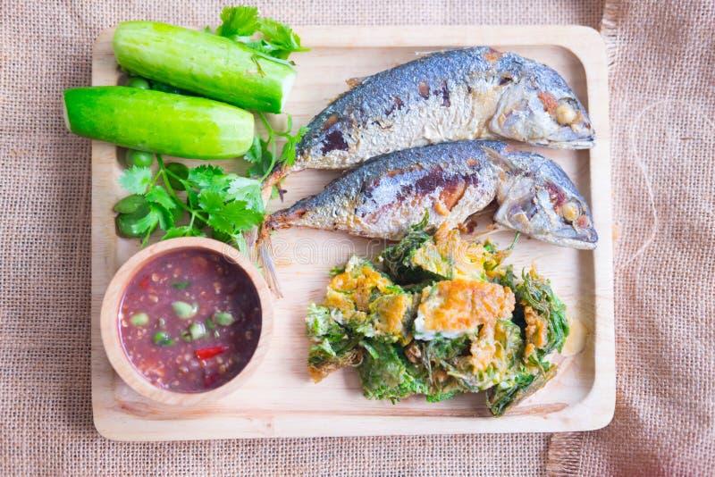 Thais lokaal populair voedsel als kruidige onderdompeling van het garnalendeeg royalty-vrije stock foto's