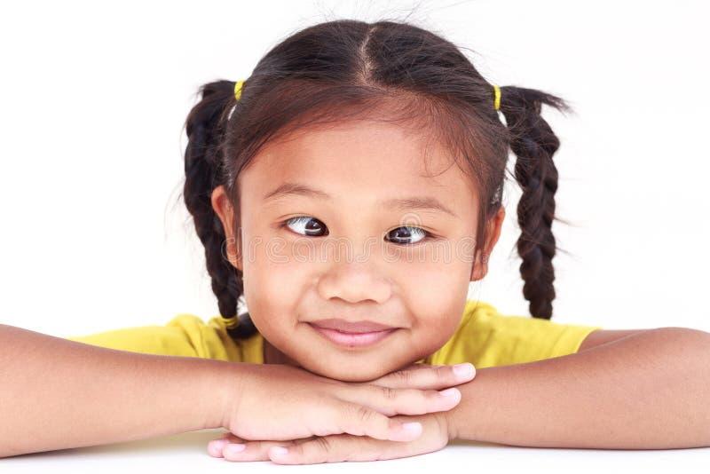 Thais mooi die meisje op witte achtergrond wordt geïsoleerd royalty-vrije stock fotografie